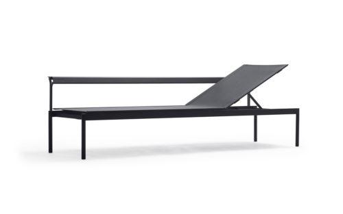 Sol + Luna ligbed Extremis outdoor furniture