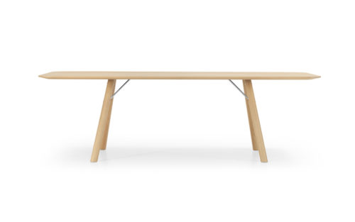 Akio table Girsberger oak packshot